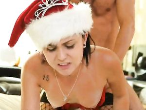 Fucking A Christmas Cunt And Cumming On Her Face