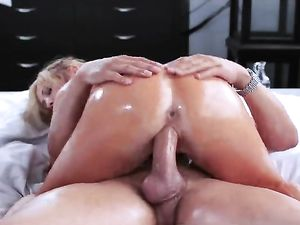 Oil Coated Pornstar Tasha Reign Fucks His Big Dick